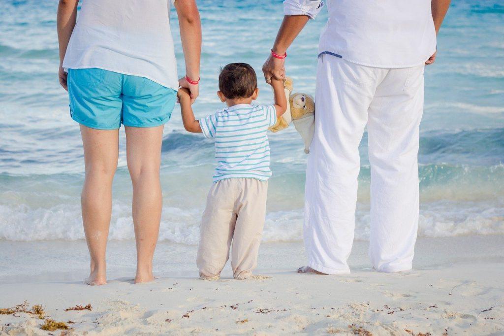 family, beach, child-1111818.jpg